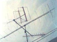 V ľavej časti obrázka je krížová 2x5el.Quagi používaná na SAT, OM7AQ
