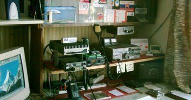 Rádioamatérsky kútik hamshack OM3CAF
