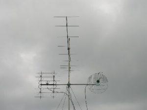 VKV antény: DK7ZB yagi, 4x DL7KM a parabola