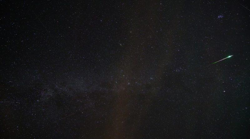 Ľudovo nazvaná padajúca hviezda - meteorit